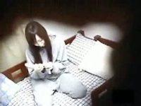 【エッチ動画】 【アダルト動画】激カワなきれいな脚美ガールがプレゼントされた性具を使い、G行為している姿をこっそり民家盗み見!!