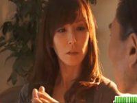 【H動画】 【アダルト動画】催眠術をかけられた新妻の澤村レイコがトロけた表情でチンポこにしゃぶりつく