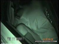 【エロ動画】 【アダルト動画】真っ暗な車内で絡み合うシロウト乳ルを赤外線カメラで盗み見!手マンしたまんこにちんこをインサートする濃密カーH!