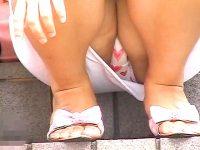 【エッチ動画】 【アダルト動画】《 隠し撮りムービー 》露天の階段でくつろぐ女性を望遠カメラで座りパンモロ隠し撮りしたリアル映像!!!!!!!!!!!!!!!