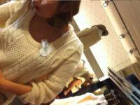 【エッチ動画】 【アダルト動画】接客中の激カワショップ店員に近付き、胸チラを盗み見!谷間はもちろんキャワワブラチラまで丸見え♪