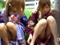 【エロ動画】 【アダルト動画】《隠し撮り》浴衣を着衣したシロウト今時ギャルが路上に座り込みモロパン