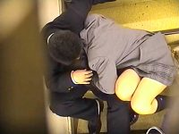 【エッチ動画】 【アダルト動画】《 盗み見ムービー 》室外階段でイチャイチャする学生おっぱいルの青春を上から覗き見盗み見したった♪♪♪♪♪