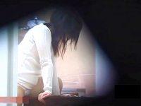 【H動画】 【アダルト動画】《 隠し撮りムービー 》平日の昼下がり★隣に住んでる若くてぐうかわな人妻の角自家発電 を隠し撮りした衝撃映像☆☆☆