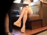 【アダルト動画】 【アダルト動画】【パンチラ隠撮動画】喫茶店で談笑するミニスカタイトの素人ギャルを小型カメラで隠し撮りww