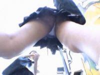 【エッチ動画】 【アダルト動画】女子高生のパンモロを盗み見するためラジコンカーに隠しカメラを搭載☆☆☆☆