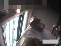 【無料エロ動画】 【アダルト動画】コンビニで買い物するミニスカ看護師服の美女☆逆さ撮りでタイツ&はみパンを覗き見しまくり!!!