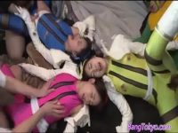 【エッチ動画】 【アダルト動画】カラフルなコスに身を包んだ美ガール3人が同時におめこを犯される!!