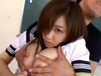 【H動画】 【アダルト動画】通学服美女が教室でおしゃぶりしたり騎上位したりなサンピーSEXを堪能してる♪
