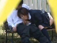 【エロ動画】 【アダルト動画】公園ベンチを利用し屋外ファックする制服おっぱいルを隠し撮り