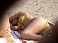【H動画】 【アダルト動画】【水着隠撮動画】ビーチで熟睡して完全にビキニ水着が捲れあがりポロリ事故してる巨乳ギャルを隠し撮りww
