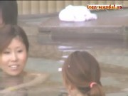 【H動画】 【アダルト動画】露天浴室で親友の女性とリラックスする女浴室を覗き見!!