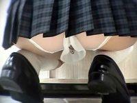 【エロ動画】 【アダルト動画】【パンチラ隠撮動画】穴開きの派手なパンツを履いたビッチ女子校生の&#123相互オーラルセックス;しからん下着を接写撮りww
