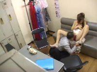 【エッチ動画】 【アダルト動画】小町娘 なほっそりキャバ嬢嬢がキチガイ店長に事務所でお叱りされる姿を覗き見!!!美しい乳房を揉まれ手技やまんペロでマンコをペッティング♪