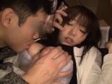 【エッチ動画】 【アダルト動画】夜行バス車内で隣席の男性に寝込みを襲われハメられちゃう超反応が良いなシオフキ女子