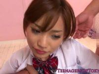 【エロ動画】 【アダルト動画】超チャーミング女子高生が2本のチンコを同時フェラチオチオ!!