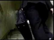 【無料エロ動画】 【アダルト動画】既婚男性を送り出した団地妻は即男を連れ込み階段での露出プレイからの密会H。