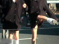 【エロ動画】 【アダルト動画】【パンチラ隠撮動画】ロープを飛び越えて&#3相互オーラルセックス47;のショートカットする女子校生の足上げた瞬間のパンチラww