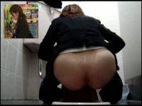 【アダルト動画】 【アダルト動画】和式WCに跨り放尿をするぎゃるや、お姉様を覗き見しまくり☆突き出した美ヒップが素晴らしい☆