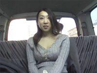 【アダルト動画】 【アダルト動画】アラサー奥様を車内でハンドサービスフェラチオ抜き取引!!