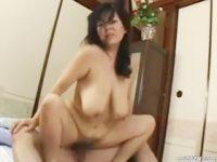 【城エレン】 【アダルト動画】巨乳オバサンの城エレンがSEXピストン運動で垂れ乳を揺らす