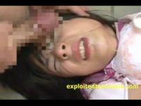 【アダルト動画】 【アダルト動画】神カワな女子スタッフさんが仕事中にWCで二人の男性に犯される!!