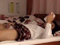【エッチ動画】 【アダルト動画】《 隠撮ムービー 》性に目覚めた学生の妹さんが自部屋でスマートフォン見ながらG行為してるのを変質者兄貴が隠し撮り♪♪♪