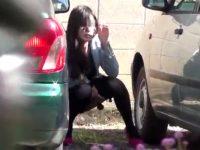 【エッチ動画】 【アダルト動画】《 隠撮movie 》シロウト御姉さんが野ションしてると隠し撮りされる事に気づくが尿は止められない♪♪♪