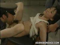 【無料エロ動画】 【アダルト動画】女捕虜は雌穴扱いされる性的拷問で犯されまくるっ