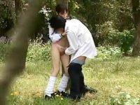 【H動画】 【アダルト動画】【青姦隠撮動画】低身長の女子校生が森林公園で彼氏と性行為…幼い見た目なのに随分ビッチな彼女ww