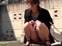 【エッチ動画】 【アダルト動画】《 隠撮ムービー 》便所を抑止して限界を超えた姉さん達が露天でおしっこする瞬間を隠し撮り★★★
