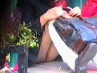 【エッチ動画】 【アダルト動画】【パンチラ隠撮動画】近距離で女子校生の食い込みパンツを接写撮り…座りパンチラ&逆さ撮りで無差別撮影ww