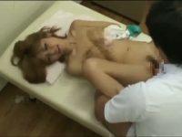 【アダルト動画】 【アダルト動画】びにゅうなGAL女性正社員がエロあん摩師の餌食に!!!施術と称し手淫するとすぐに欲情し、おしゃぶりしたちんぽここをおねだり♪
