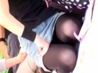 【アダルト動画】 【アダルト動画】【パンチラ隠撮動画】フリーマーケットで&#21相互オーラルセックス7;物を販売するミニスカ履いて客寄せする若妻を隠し撮りww