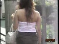 【エッチ動画】 【アダルト動画】チューブトップで街を歩く美女を狙い、ずり下げて爆乳をポ幼いさせちゃうえろいたずらを隠し撮り!乳を揉み逃げダッシュ★