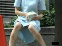 【エロ動画】 【アダルト動画】《 盗み見movie 》本物の美女看護師さんが休憩中に不注意して股開いてパンツが丸見えになった決定的瞬間!!!!!!