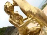 【アダルト動画】 【アダルト動画】ちょ!!紙幣色に塗装した男2人とスイカップGALがビーチで複数プレイHしてるぞ!!!!!!