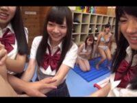 【エロ動画】 【アダルト動画】《女子校生》試着室でハーレムトリプルフェラチオ!!!