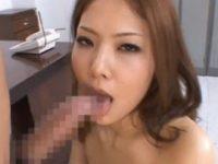 【松生彩】 【アダルト動画】仕事中に服を全裸にされて社長の繰り出す指姦で潮ふきするぎゃる系女性スタッフ 松生彩