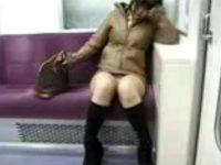 【エロ動画】 【アダルト動画】《 隠し撮りmovie 》トレイン内で対面に座って居眠りしてる姉さんのタイトスカート内のパンツが丸見え状態。。。