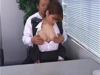 【無料エロ動画】 【アダルト動画】美女で国宝級おぱーいな女子スタッフが部長にセクシャルハラスメントされる瞬間をおさえた盗み見movie★胸を揉まれ指姦まで♪