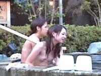 【無料エロ動画】 【アダルト動画】【 隠撮ムービー 】露天BUSルームに極秘潜入して集団で入浴するシロウト大学生たちの素っ裸に大刺衝♪♪♪