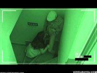 【エッチ動画】 【アダルト動画】監視カメラに映ったカップルの姿!!!カレシのちんここを手コキやぺろぺろで奉仕する美女☆