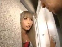 【桜りお】 【アダルト動画】「1回だけヤラせて下さい♪」激カワからと家まで尾行してきたオッサンを受け入れる黒GAL♪桜りお