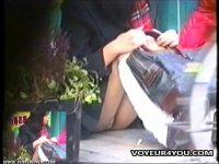 【エッチ動画】 【アダルト動画】しゃがみこんだミニスカきれいな脚美GAL★対面撮りで丸見えなモロパンを完全盗み見に成功しました!