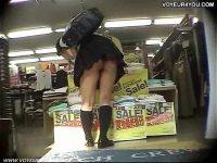 【アダルト動画】 【アダルト動画】ユニフォーム姿のセクシーな脚女子高生を狙い、ミニスカの中身を逆さ撮りではみパン隠し撮りしちゃいます!