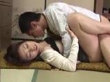 【H動画】 【アダルト動画】和室で着衣エッチする四十代年増妻を隠し撮り