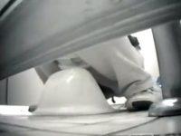 【H動画】 【アダルト動画】【 盗み見movie 】公園の女子便所に侵入してS級素人奥様たちの排便シーンをドアの隙間からカメラを入れて激写!!!!!!!!!