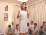 【H動画】 【アダルト動画】集まったファンの目の前でSEXするアダルトムービー女優の小娘