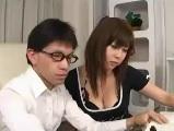 【H動画】 【アダルト動画】ボイン派遣教師の胸の谷間が気になって勉強に集中出来ない